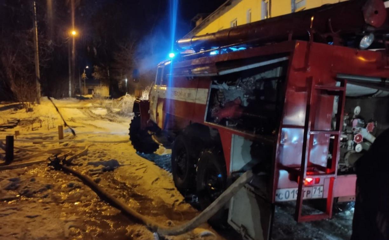В алексинской многоэтажке загорелась ванная комната: пожарные спасли двух человек