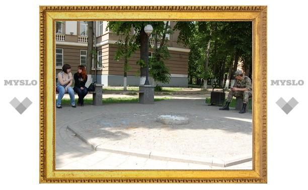 В Туле вандалы разгромили памятник «хвосту»