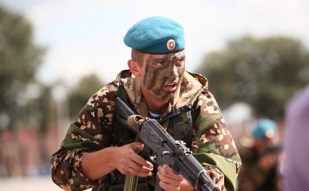 Призывников из Тульской и Рязанской областей проводят в армию на Куликовом поле