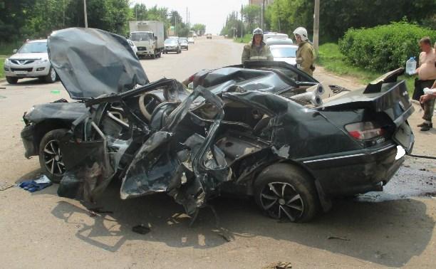 Водитель «Пежо» погиб, врезавшись в столб