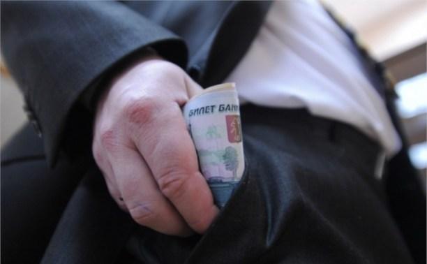 "Дмитрий Медведев ""заморозил"" зарплату чиновников на три года"