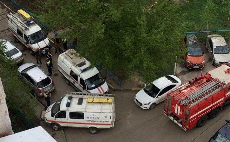 На улице Пролетарской в Туле сотрудники МЧС и полицейские спасли женщину