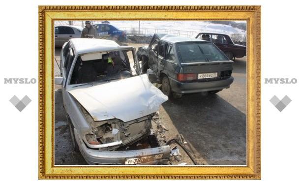 В Туле при столкновении трех автомобилей погиб человек