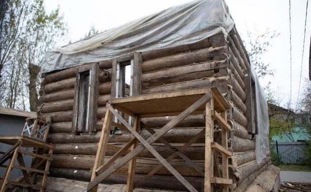В Туле продолжаются работы по восстановлению водоразборной будки 19 века