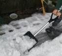 В Тульской области выпавший град убирали снеговыми лопатами