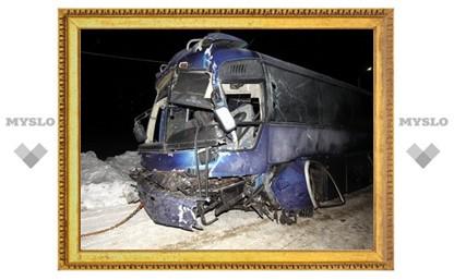 Личность погибшей в ДТП с автобусом и автовозом пока установить не удалось