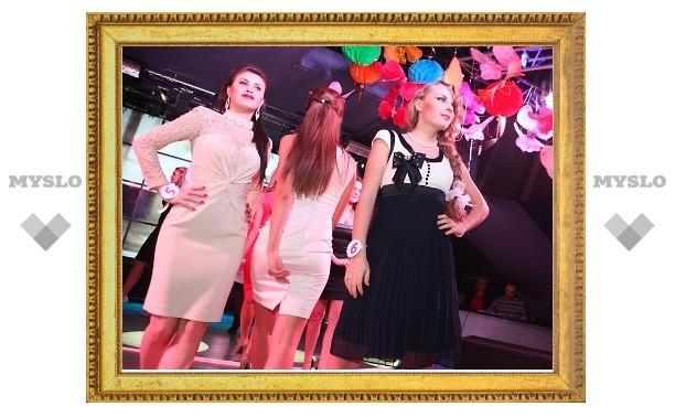 """""""Мисс """"Модный город"""" - 2012"""": дефиле в платьях"""