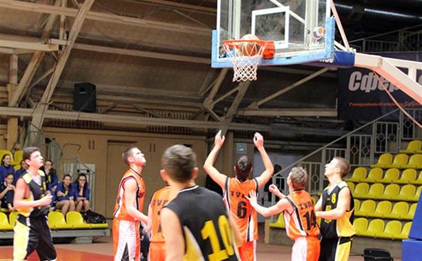 В Туле прошел баскетбольный праздник «Турнир поколений»
