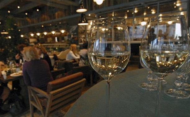 С 9 декабря алкоголь в заведениях общепита будут продавать только в розлив