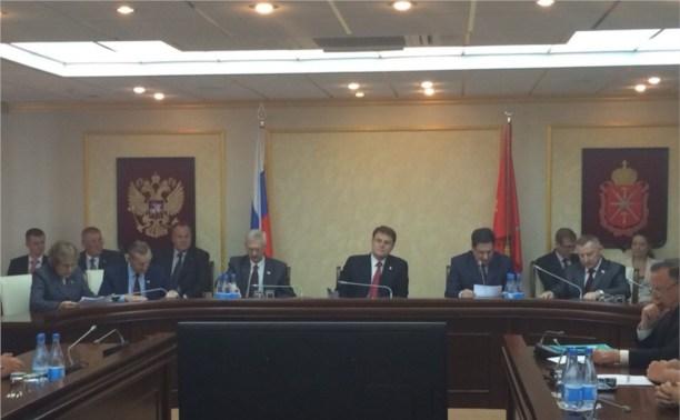 Новоизбранным депутатам облдумы вручили мандаты