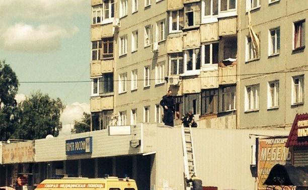 Девушка сорвалась со второго этажа, пытаясь спуститься из окна по связанным шторам
