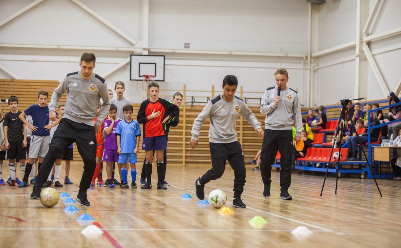 Молодежка «Арсенала» в Щёкино провела мастер-класс для юных футболистов