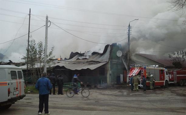 В Щекино сгорели кафе «Дворик» и магазин