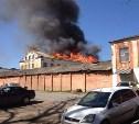 На улице Фрунзе загорелась бывшая военная часть