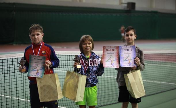 Тульские теннисисты собрали весь комплект медалей в новогоднем турнире