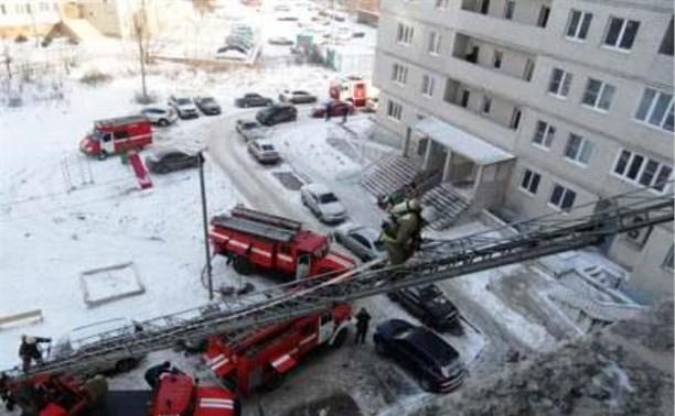 Спасатели вывели семь человек из горящего дома в Заречье