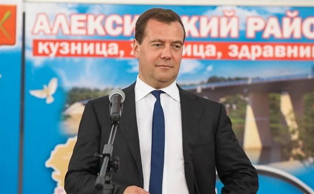 Дмитрий Медведев вручил медали выпускникам Алексина