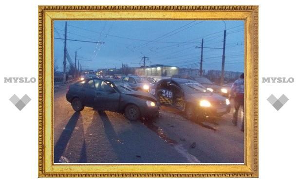 В Туле таксист устроил ДТП