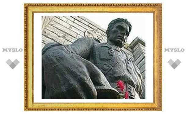 В Эстонии началась операция по демонтажу памятника Воину-освободителю