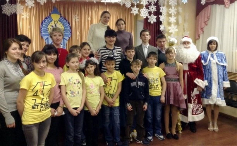 Сотрудники тульского министерства культуры поздравили долматовских сирот