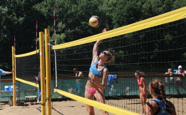 В Туле прошли игры чемпионата области по пляжному волейболу