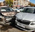 В Туле девушка на Škoda и мужчина на Volkswagen не поделили Красноармейский проспект