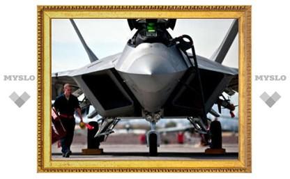 США объяснили неучастие F-22 в военной операции в Ливии