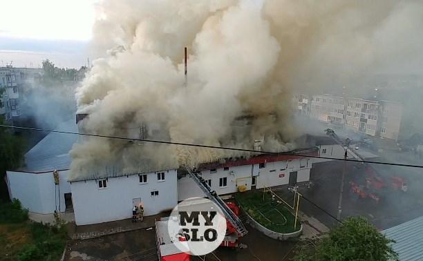 Пожар в Щекинском ТЦ: в горящем здании заперли двух женщин