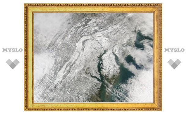 Спутник сфотографировал парализовавший Вашингтон снегопад из космоса