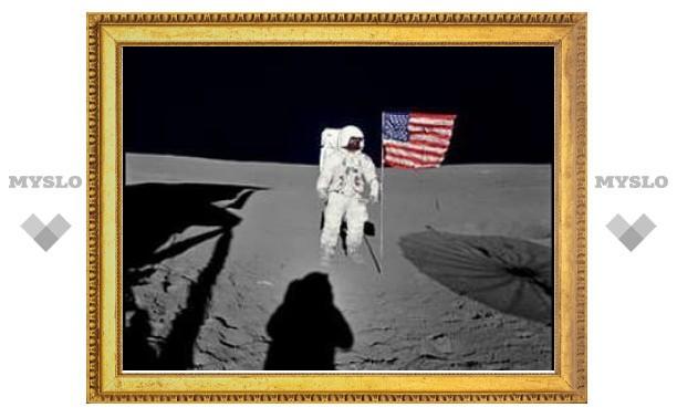 """США подали в суд на астронавта миссии """"Аполлон"""""""