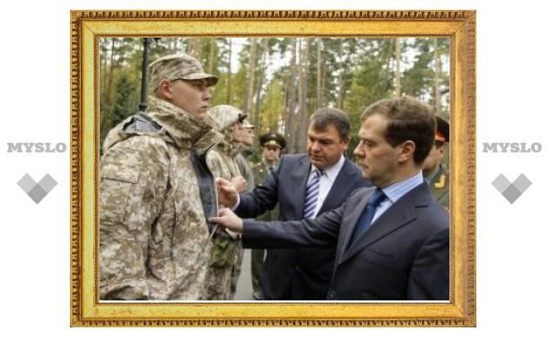 Новая форма в 2010 году достанется только выпускникам военных вузов и участникам парада