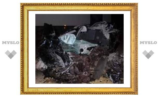 В Тульской области иномарка столкнулась с двумя грузовиками