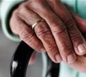 Пенсионерка избила тростью сотрудницу страховой компании