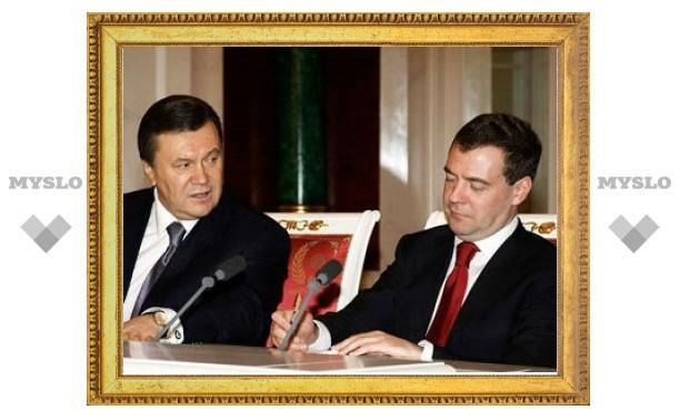 Янукович попросил Медведева помочь заполучить Олимпиаду