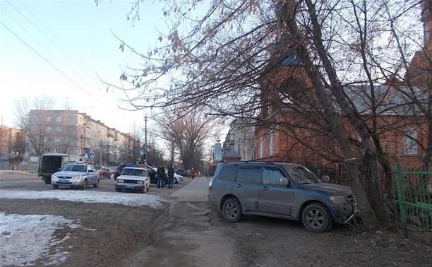 Водитель внедорожника протаранил забор и погиб