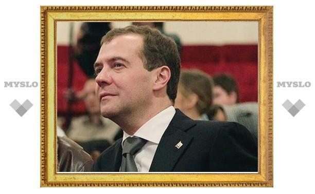 Медведев пообещал отдавать больше бюджетных денег в регионы