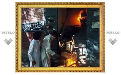 Вокруг пакистанской мечети установлен комендантский час
