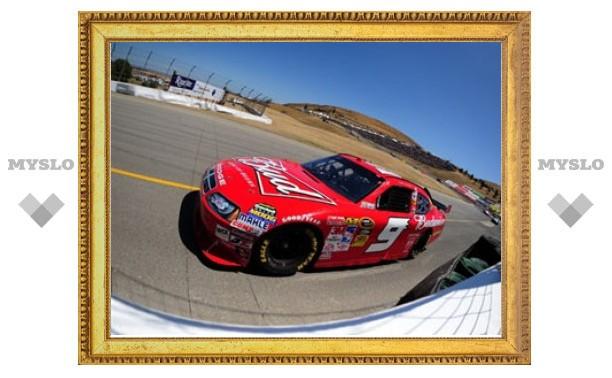 Кейси Кейн выиграл первую дорожную гонку NASCAR Sprint Cup