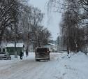 Из-за отсутствия коммунальной техники дороги в Болохово обледенели и скрылись под снегом