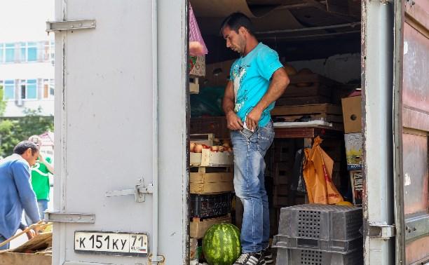 В Заречье администрация закрывала незаконные развалы с овощами и фруктами