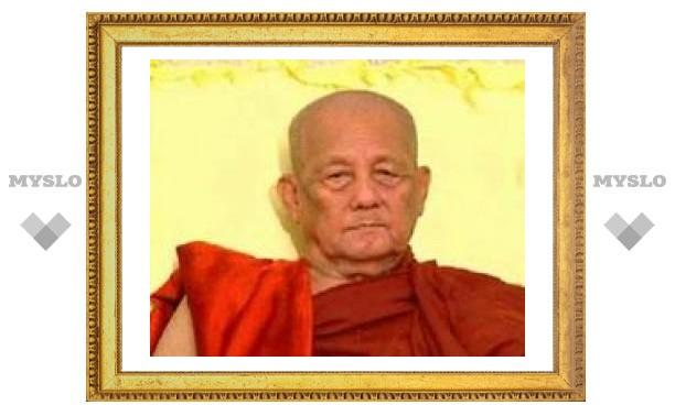 В Мьянме украли стеклянный гроб с останками почитаемого монаха