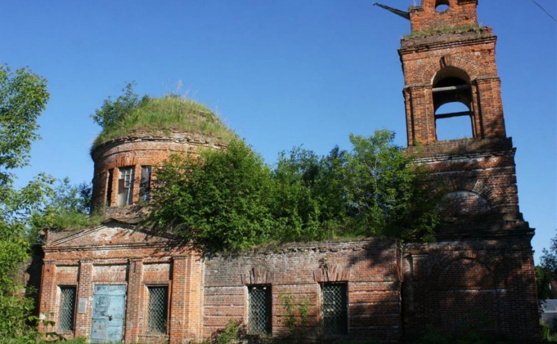 В Тульской области москвич выкупил полуразрушенное здание храма и вернул его верующим