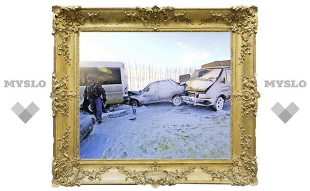 Из-за снежного бурана на трассе под Тулой столкнулись 38 машин