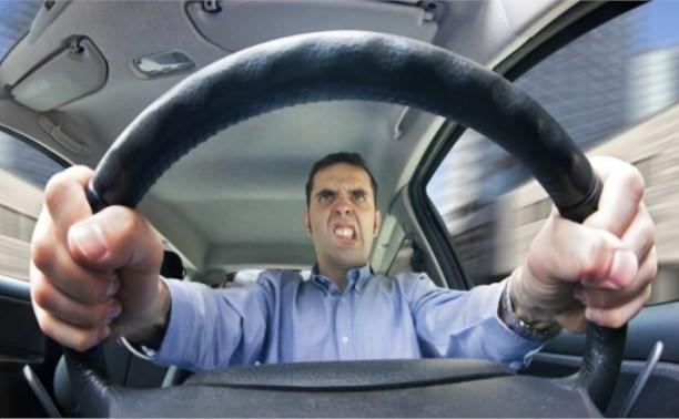 Каждый второй водитель в России – лихач