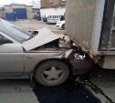 В Донском легковушка врезалась в грузовик
