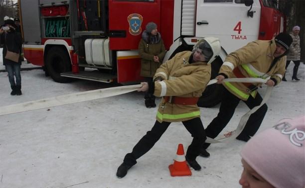 Тульские огнеборцы устроили «масленичный флешмоб» в Центральном парке