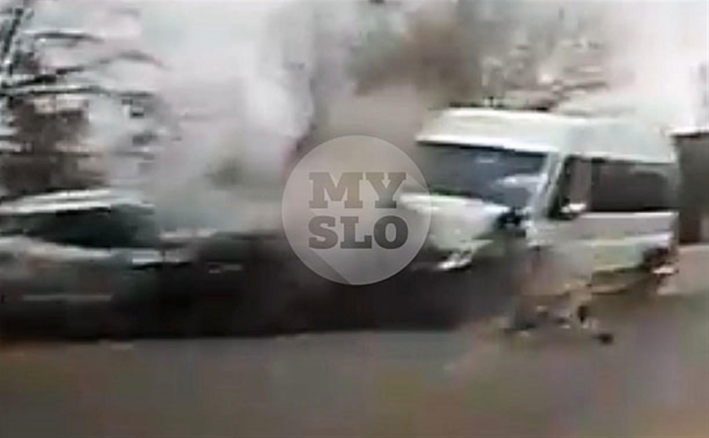 Лобовое ДТП с маршруткой и кроссовером в Туле снял видеорегистратор