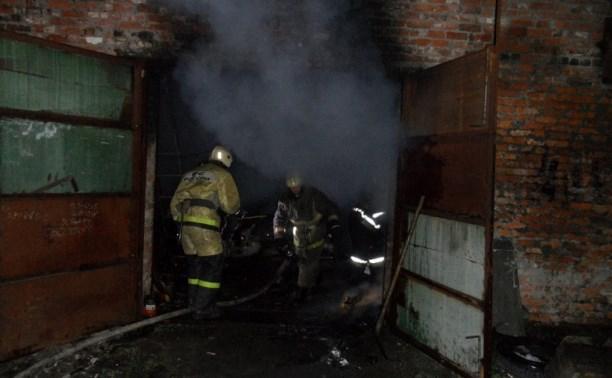 При пожаре в гараже пострадал один человек
