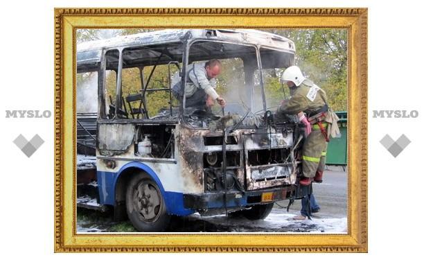 В Туле сгорел маршрутный автобус