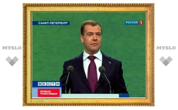 Петербургский экономический форум открылся выступлением Медведева